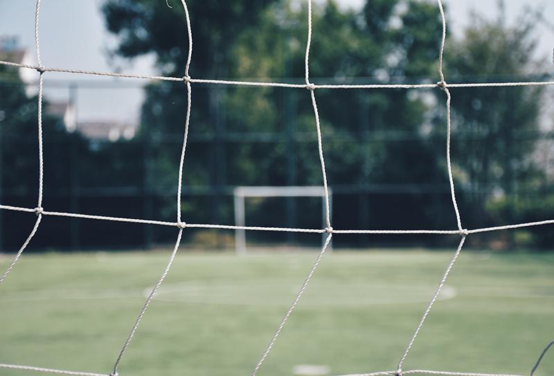 Fußballer leeres Tor